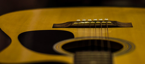 Close up picture of a guitar