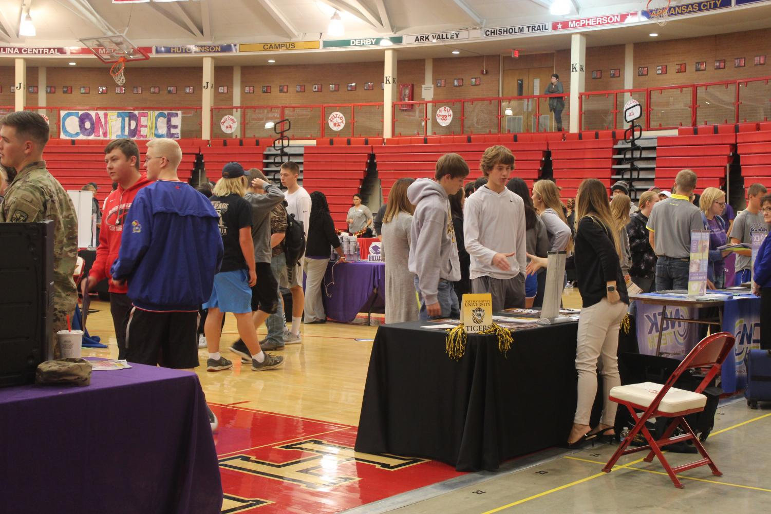 Juniors+and+Seniors+enjoying+the+college+search+at+the+college+fair+on+Wednesday%0A