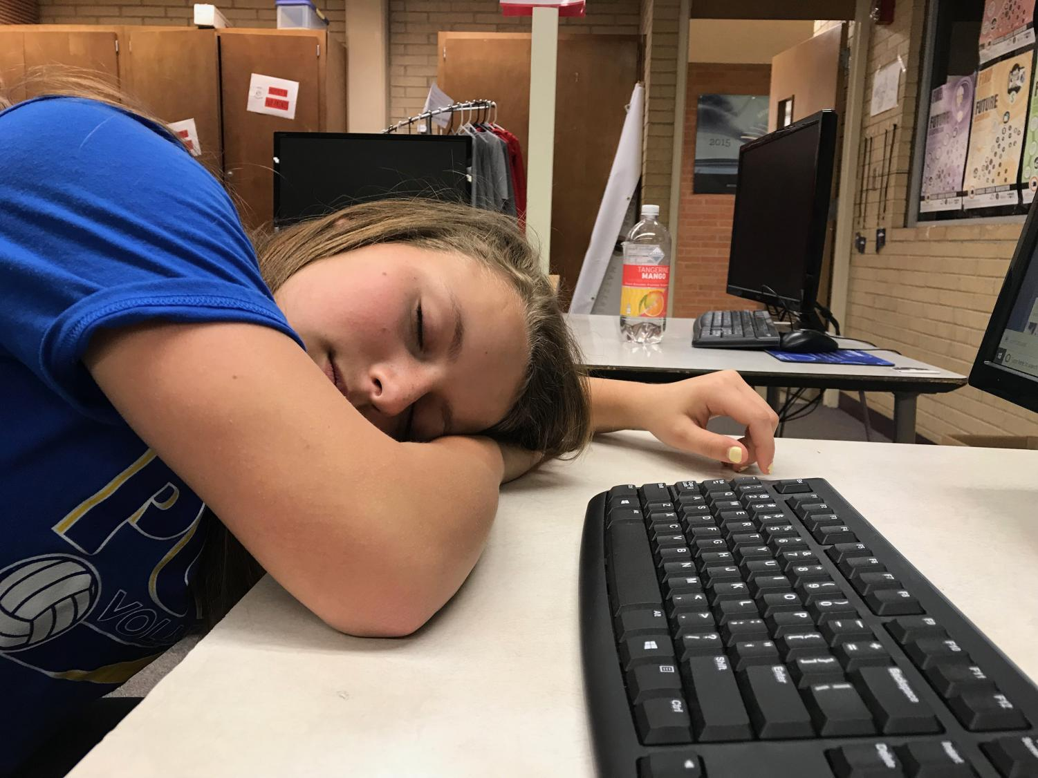 The American Academy of Pediatrics has recommended that middle and high schools start at 8:30 a.m. or later. Katelyn Mintzer demonstrates what happens when you don't get the recommended amount of sleep.