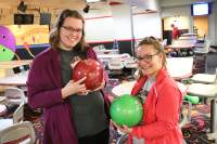 Students+help+out+at+the+bowling+alley.+