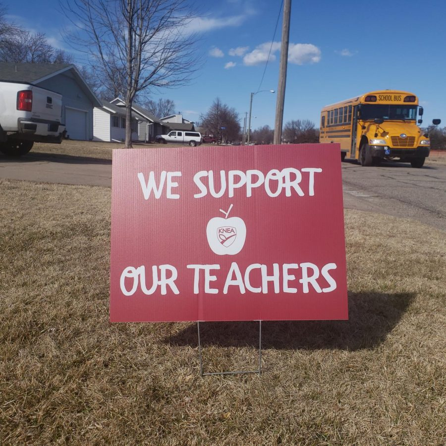 We Support Our Teachers sign.